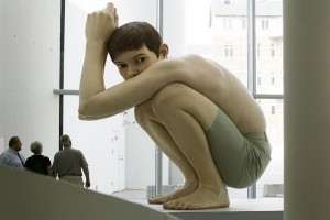 Realistische-sculpturen-door-Ron-Mueck-5